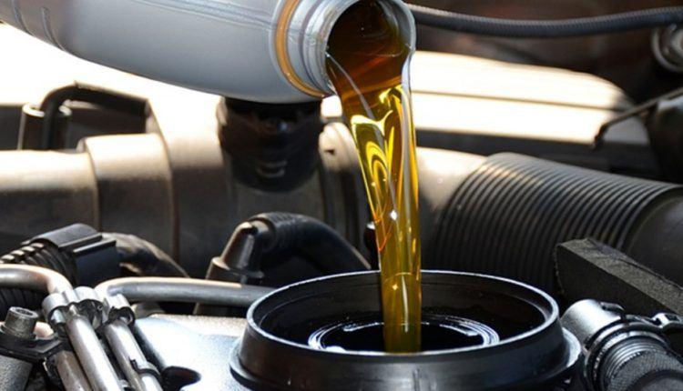 oil change 750x430 - حدد ماركة سيارتك فقط في هذا الموقع، وسيخبرك بـ الزيت المناسب للسيارة وأنواعه