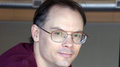 Tim Sweeney 01.0 390x220 - تعرف على ثروة رئيس شركة Epic Games التي صنعت لعبة فورتنايت (لن تصدق)