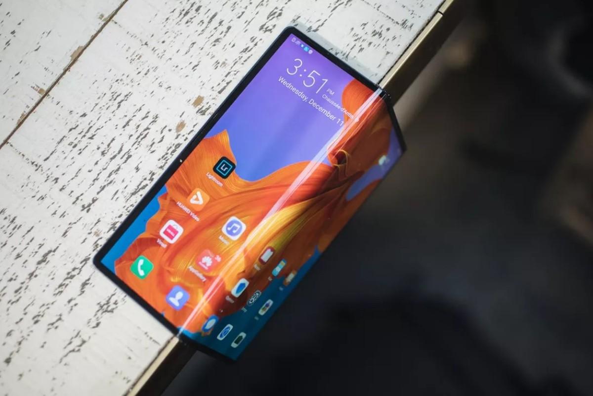 510663 - براءة اختراع من العملاق الصينى هواوي تكشف عن تصميم هاتف قابل للطي